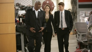 Bones 04x03 : Man in the Outhouse- Seriesaddict